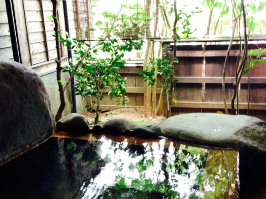 【CHINTAI情報局】入浴しながらの飲酒はNG? 正しい温泉の入り方をマスターしよう