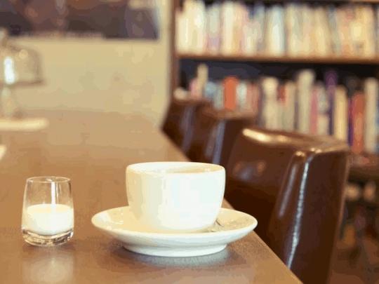 都内に増える「ブックカフェ」 (画像:「Brown's Books&Cafe」)