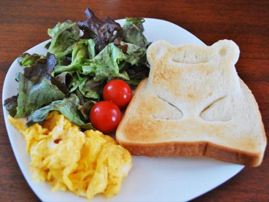 8枚切りトーストだと、薄いせいか起き上がりはイマイチ……。6枚切りのほうがより立体感がでて楽しめる