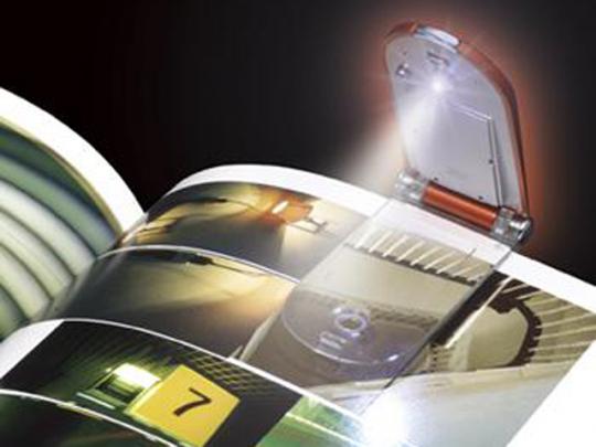 明るく長寿命な高輝度白色LEDライトを採用