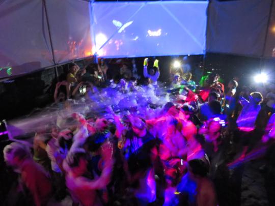地中海の楽園、イビサ島で話題の泡パーティーだー!