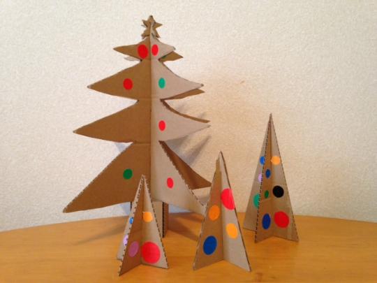 段ボールでクリスマスツリー、作ってみない?