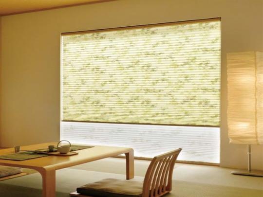 和室にはカーテンよりもプリーツスクリーン! 和紙を使用したプリーツスクリーン(写真)がオススメ