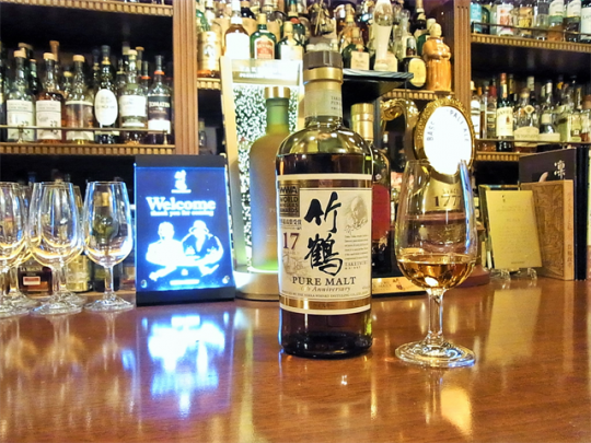 金子さんのお店では、飲み方ごとのおいしさがより引き立つグラスを使用するというこだわりも