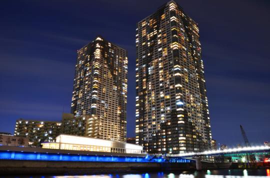 高層階に住めば、眼下に広がる夜景を見て贅沢な気分を味わえるかも?