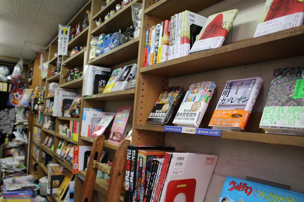 書籍、雑誌、ガイドなどを販売