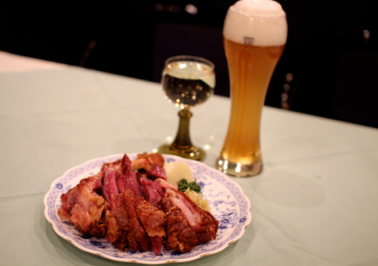 ドイツビールやドイツワインにピッタリのシュバイネハクセとは?
