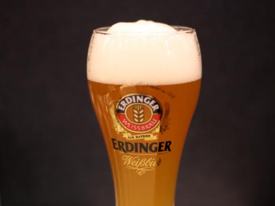 ドイツでNo.1の販売量を誇る小麦を原料とするヴァイスビール(500ミリリットル、920円)