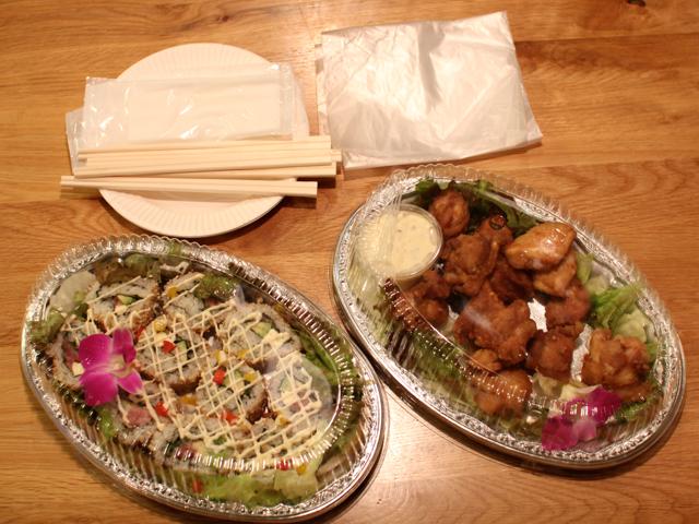料理と一緒にお箸、紙おしぼり、取り皿、ごみ袋が付属でついてくる