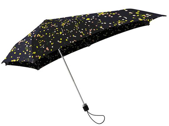 激しい雨風にも耐えられるよう、空気力学を用いて開発されたSENZの傘。画像提供/scope