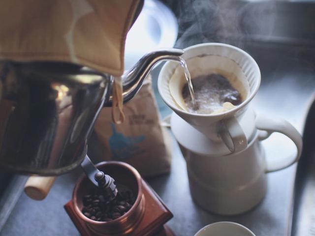 挽きたてのコーヒーでホッと一息ついて