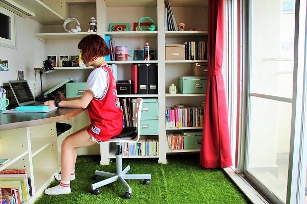 日当たり良好の書斎で仕事がはかどりそうだが……?