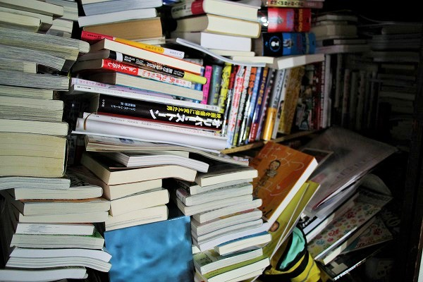 押入れにも大量の本やマンガがある