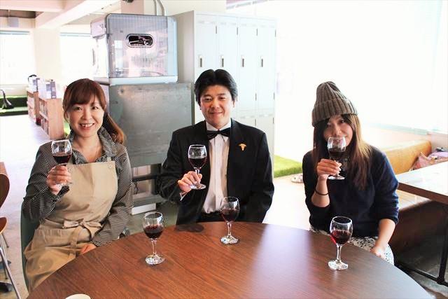写真左から、加瀬さん、櫻井さん、ひにしさん