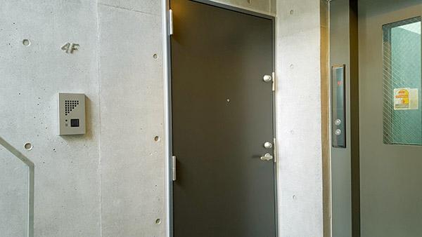 玄関ドアもダブルロックで安心
