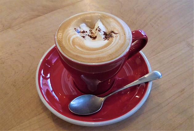 美味しいカフェモカをいただきました。落ち着く店内で時間を忘れてのんびり♪