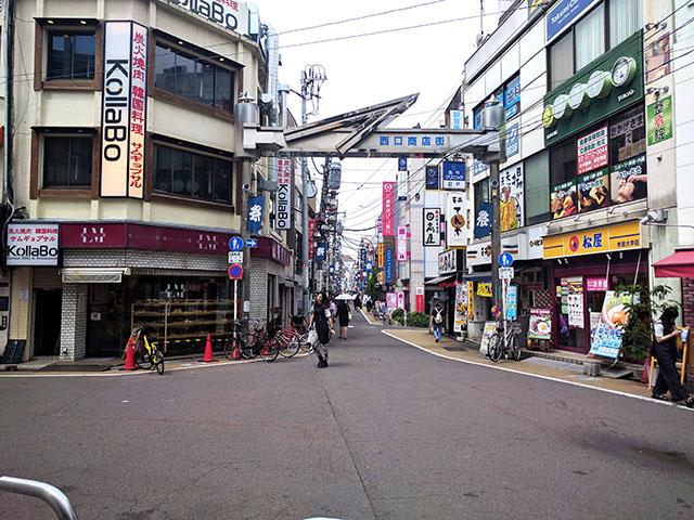 たくさんの店舗が詰まっている商店街
