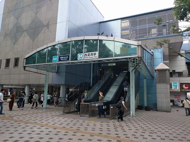 東京メトロ東西線の通る西葛西駅