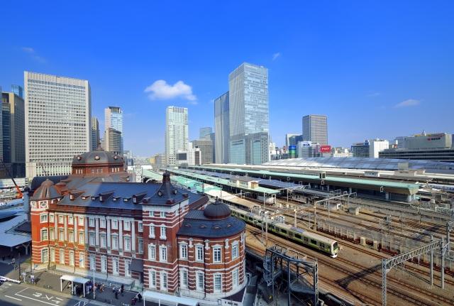 東京駅とオフィス街