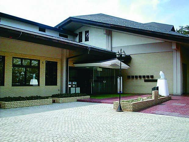 宮沢賢治記念館には、賢治の経歴や縁の品が展示されている