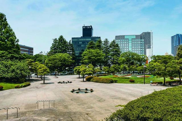 勾当台公園は、いこいのゾーン・歴史のゾーン・にぎわいのゾーンという3つのエリアで構成されている