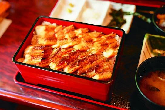 広島の定番の一つ「穴子めし」! 食べ方を変えて楽しもう