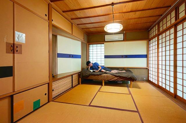 源さんの寝室。物が少ないのは、日中は貸し出しているためだ
