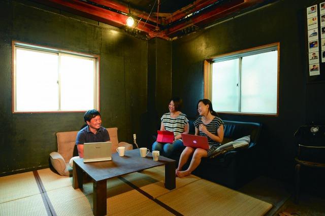 「プロハ」2階のワーキングスペース。多くのメンバーは同じビルで職住一体の暮らしを楽しんでいる