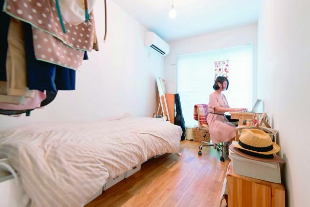 4.5畳ほどの自室スペース。今の孫田さんにはこれで十分すぎるほどの広さだと話す