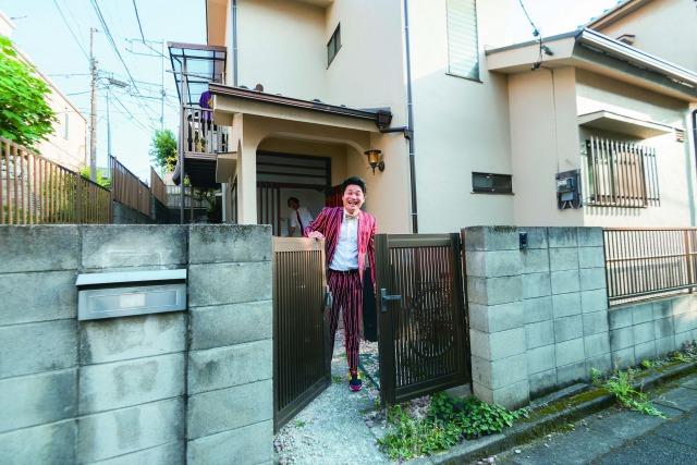 【暮らし探訪】絆とネタが生まれる部屋!? 戸建て賃貸で芸人仲間とルームシェア
