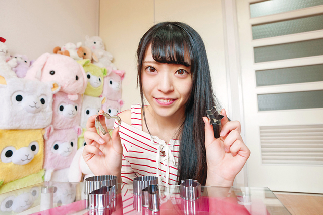 最近はまっているのはクッキーづくり。ネコをかたどった型がお気に入りと矢野さん