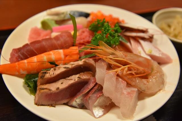 海鮮丼。このネタの盛りでなんと1,050円