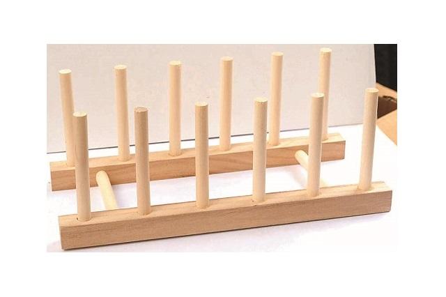 アイディア次第で用途が広がる木製お皿立て