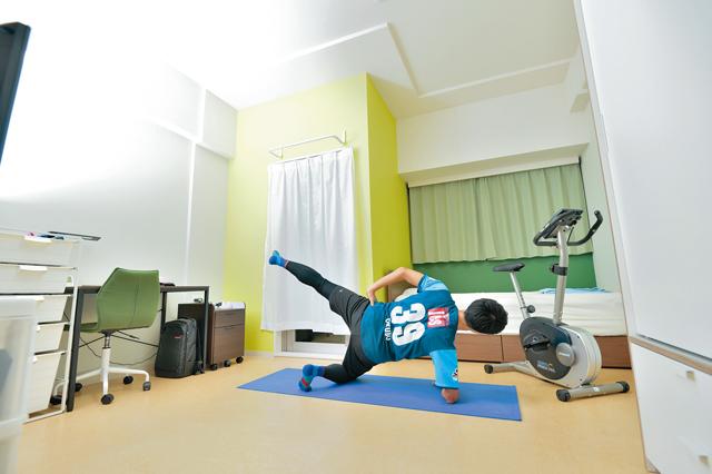 クオーツマンションの一室。1Kで28㎡と広めの間取り。2.9mもある高い天井のため、自室での運動も開放的