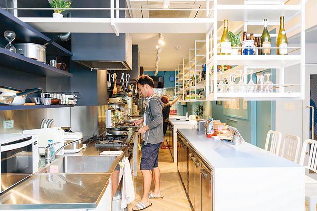 EnglishShare180°金山の共用キッチンでは、料理を通じて英語を学ぶ講座が開かれている