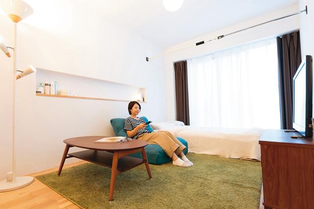 白い壁が爽やかな印象のbiblion高瀬川の居室。ニッチ棚付きで小物の収納にも便利