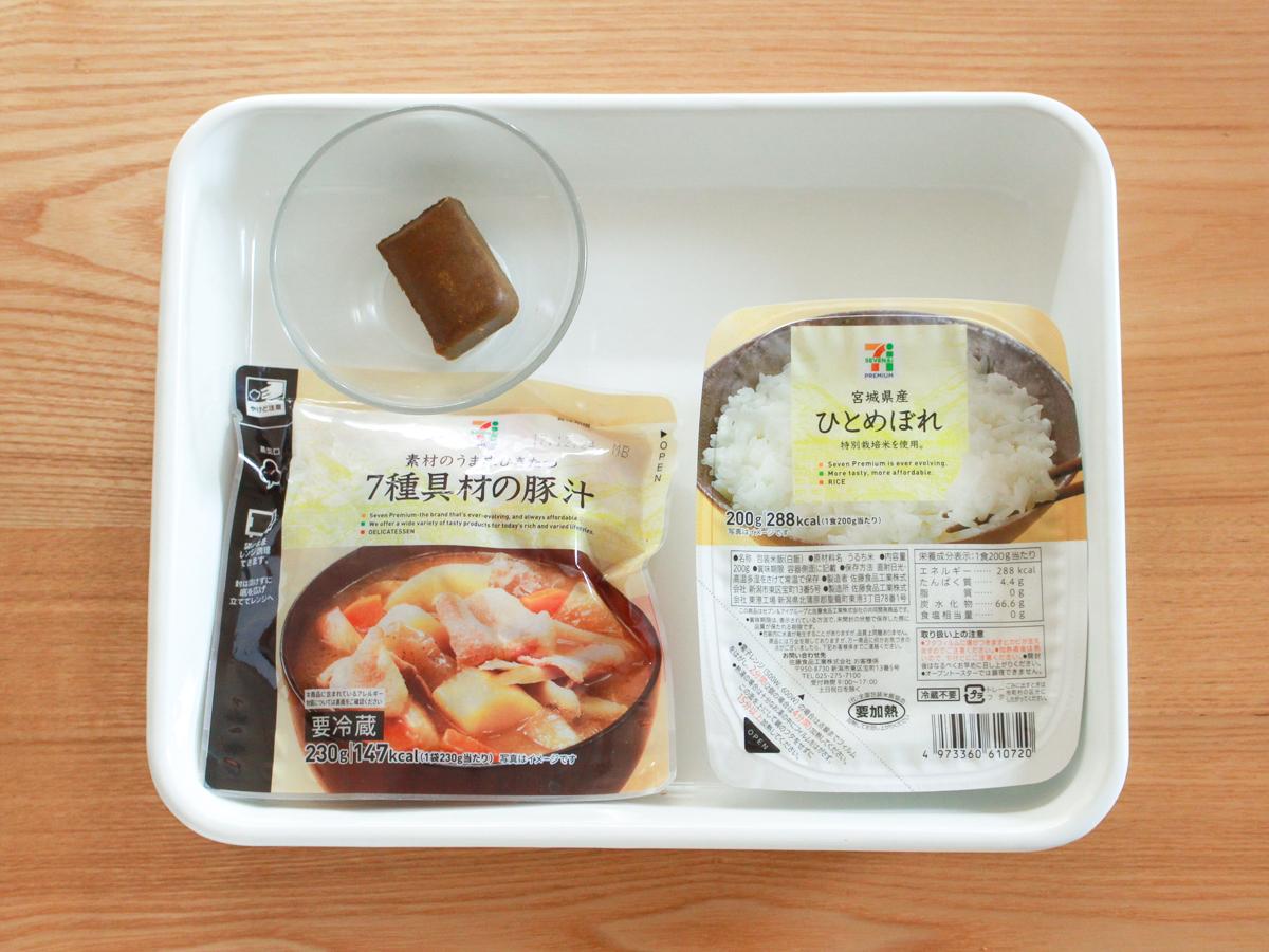 カレールウ+豚汁(パウチ)+ごはんで和風カレー