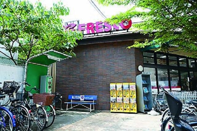 駅前のスーパーマーケット、フレスコ小林店
