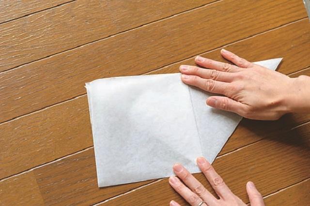 4.③から袋を開いてつぶし三角形にする。裏面も同様に折る。
