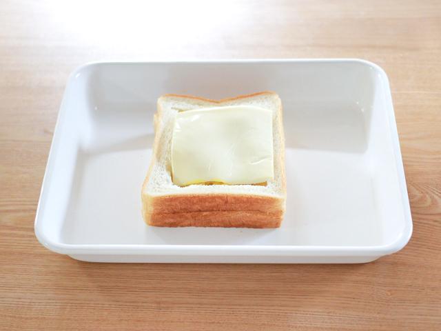 最後に、さらにとけるチーズを乗せる。焼き色がつくまで焼いたらできあがり
