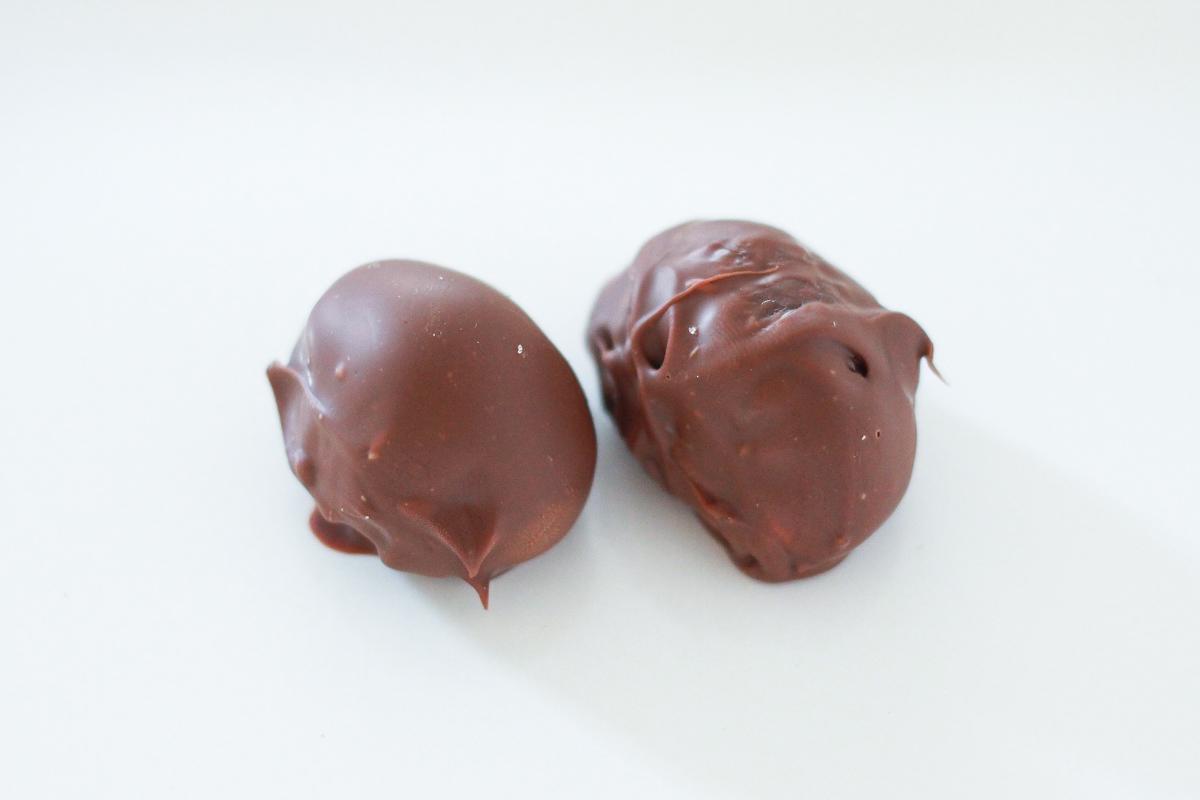 チョコに絡めただけで、オシャレなマロンチョコのできあがり