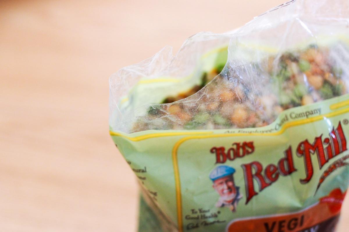 開けっ放しになっている袋の切り口を…… 簡単密封シーラー|セリア