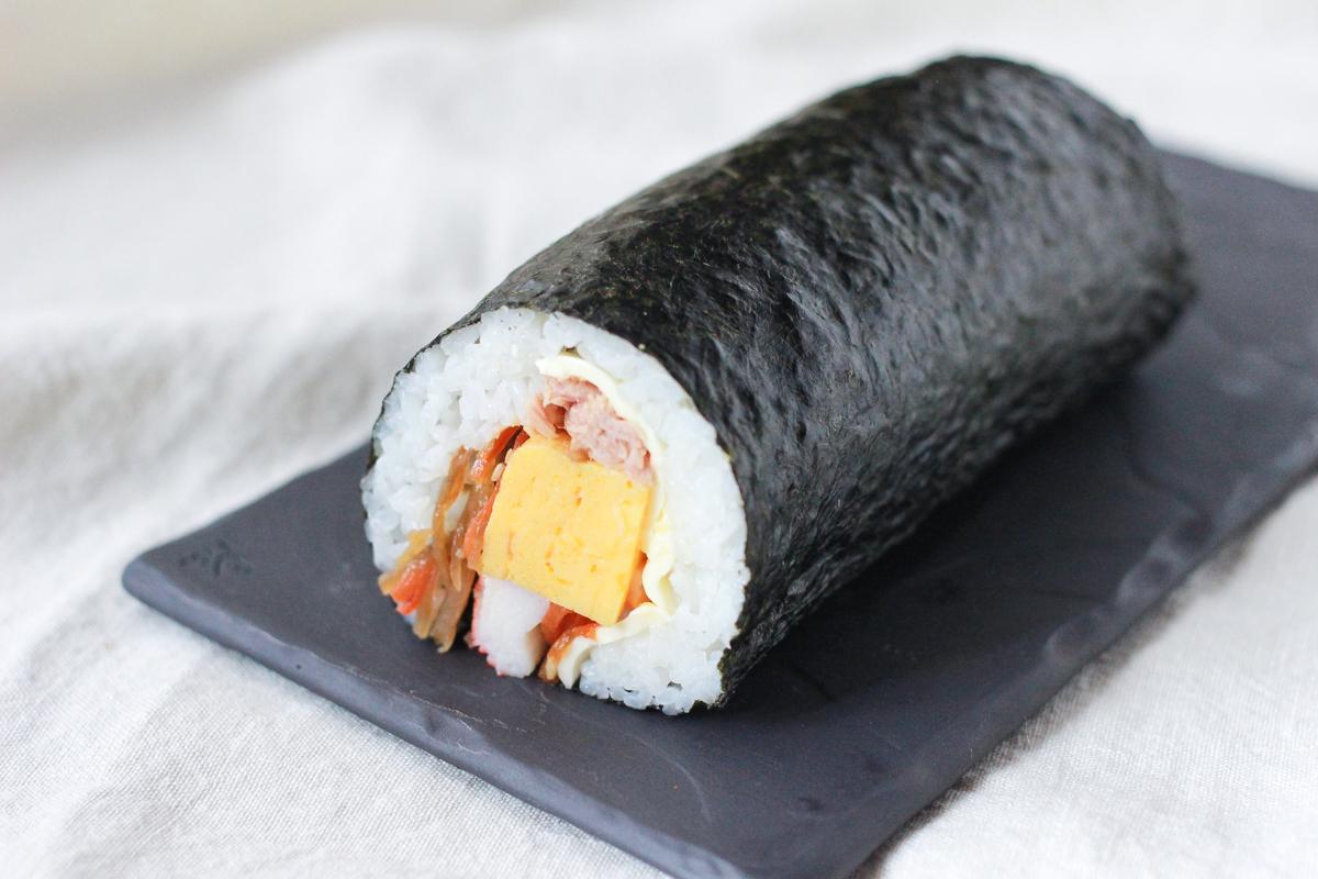 コンビニ惣菜でラクラク恵方巻きの出来上がり!