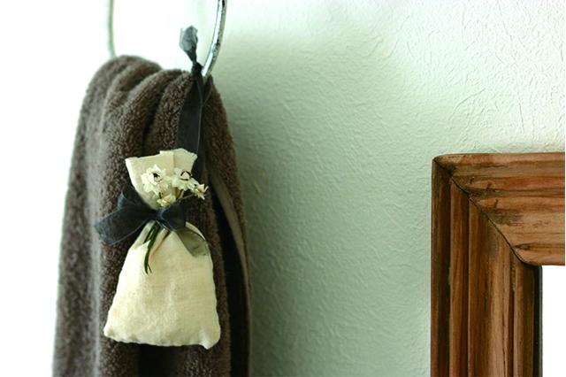 トイレに香りを取り入れたい時はタオルと一緒にタオルハンガーへ掛けよう