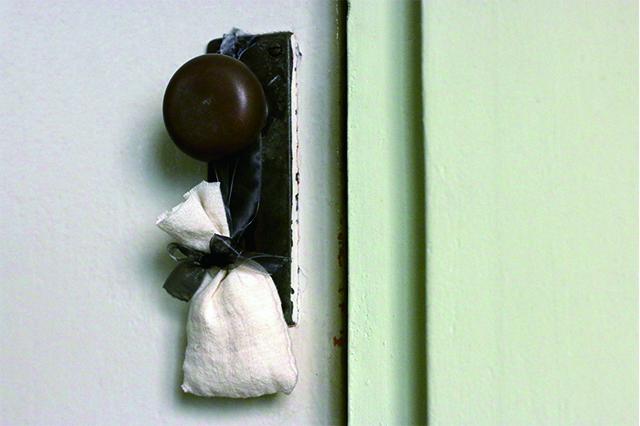 ドアノブにそのまま掛ければ、扉の開け閉めもいい香りに包まれる。インテリア要素としても◎