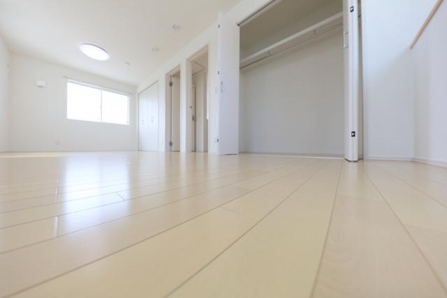 なるべく家具を置かない広々とした部屋がベスト|子育てが楽になるインテリア&片付けの方法