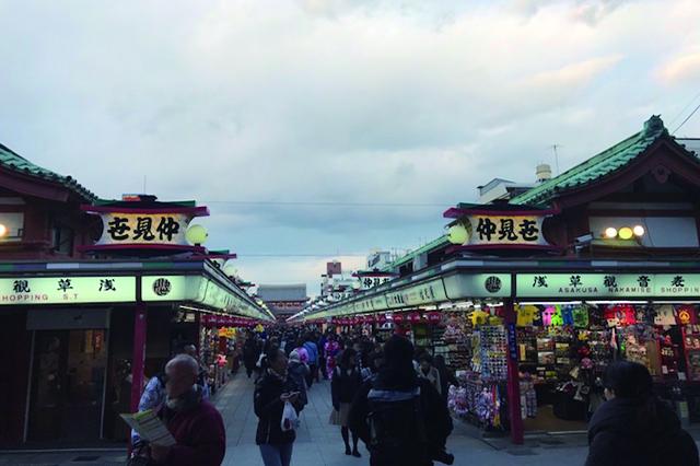130余年の歴史を誇る、日本最古の商店街・浅草〝仲見世通り〟