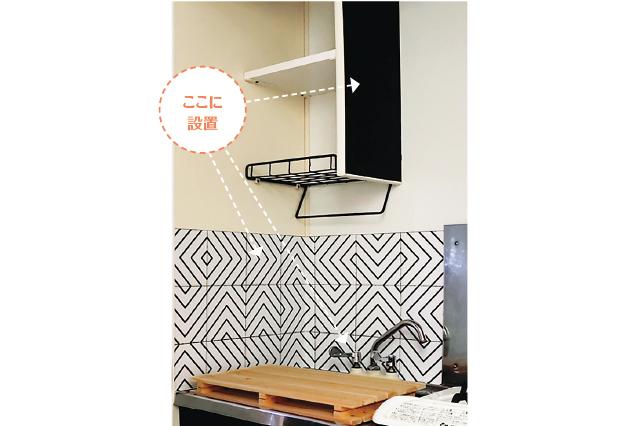 プチDIYで、よくある一人暮らし用のキッチンがオシャレな空間になる!|壁紙を貼って水栓を変えて、オシャレなキッチンをつくろう!