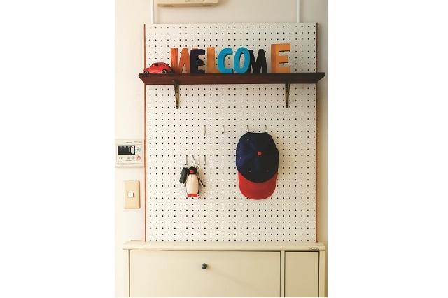 デッドスペースを有効活用しよう!|【賃貸DIY】有孔ボードとつっぱり棒で玄関に収納を作ろう!