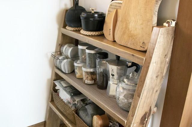 調理道具や食材をディスプレイ収納できるラダーシェルフ(10,163円)|WOODPRO|シンプルな暮らしに最適な和室のメリット